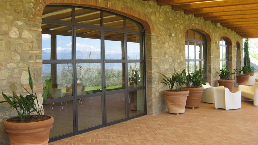 Porte in ferro centinate ad arco ribassato (Cavriglia, Arezzo)