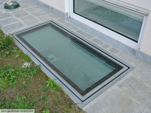 Floor window lucernari calpestabili gaudino for Lucernari velux