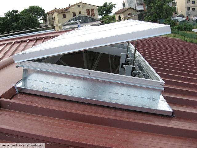Finestre da tetto speciali coperture speciali gaudino for Abbaino tetto prezzi