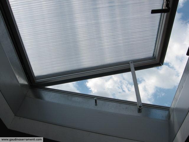 Finestre da tetto speciali coperture speciali gaudino - Finestra da tetto prezzi ...