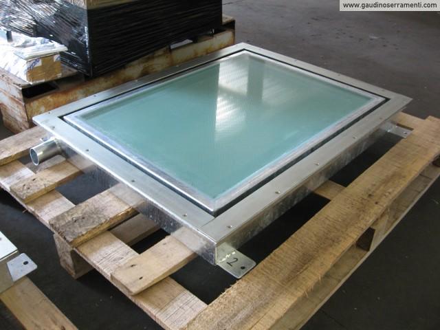 Floor window lucernari calpestabili gaudino for Lucernario motorizzato prezzo